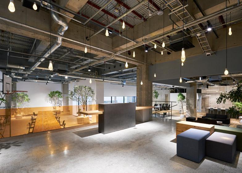 Otvoreni kancelarijski prostor marketinške agencije za bolje poslovanje