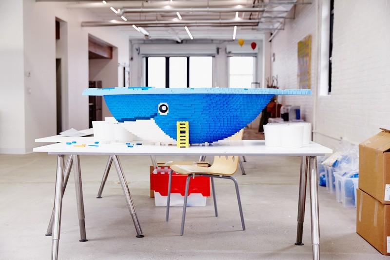 Garaža u Bruklinu pretvorena u studio za Lego umetnike