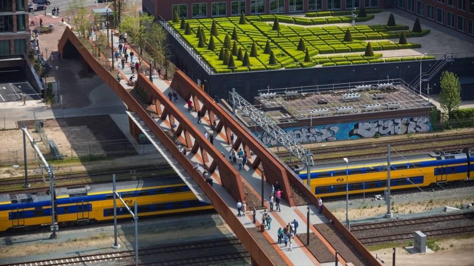 Novi pešački most koji je ujedno i park
