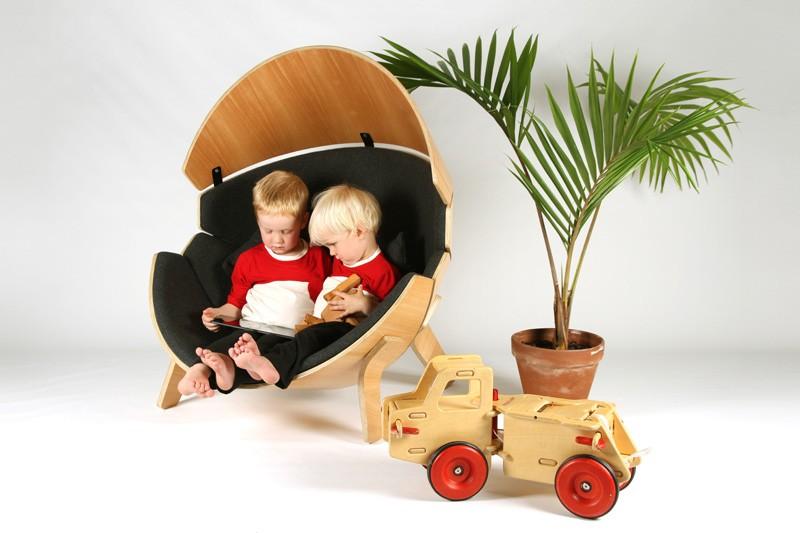 Stolica za decu koja štiti mališane od buke