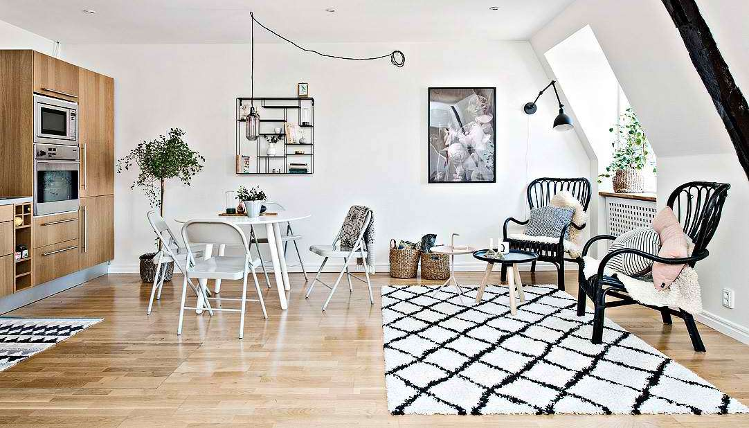 Crno-belo potkrovlje u skandinavskom stilu