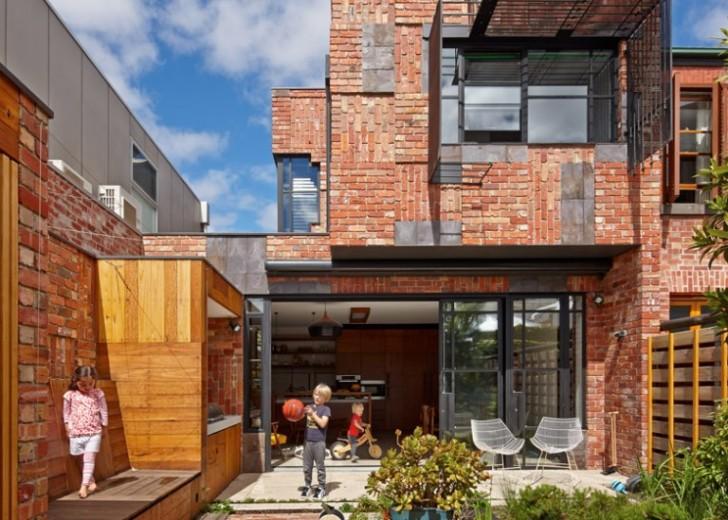 Ekstenzija kuće izgrađena od recikliranog materijala