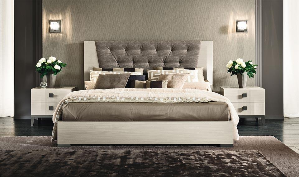 Uređenje Spavaće Sobe Kreveti S Tapaciranim Uzglavljem