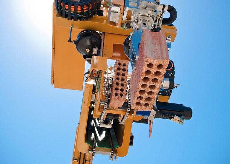 Robot koji umesto zidara postavlja opeku
