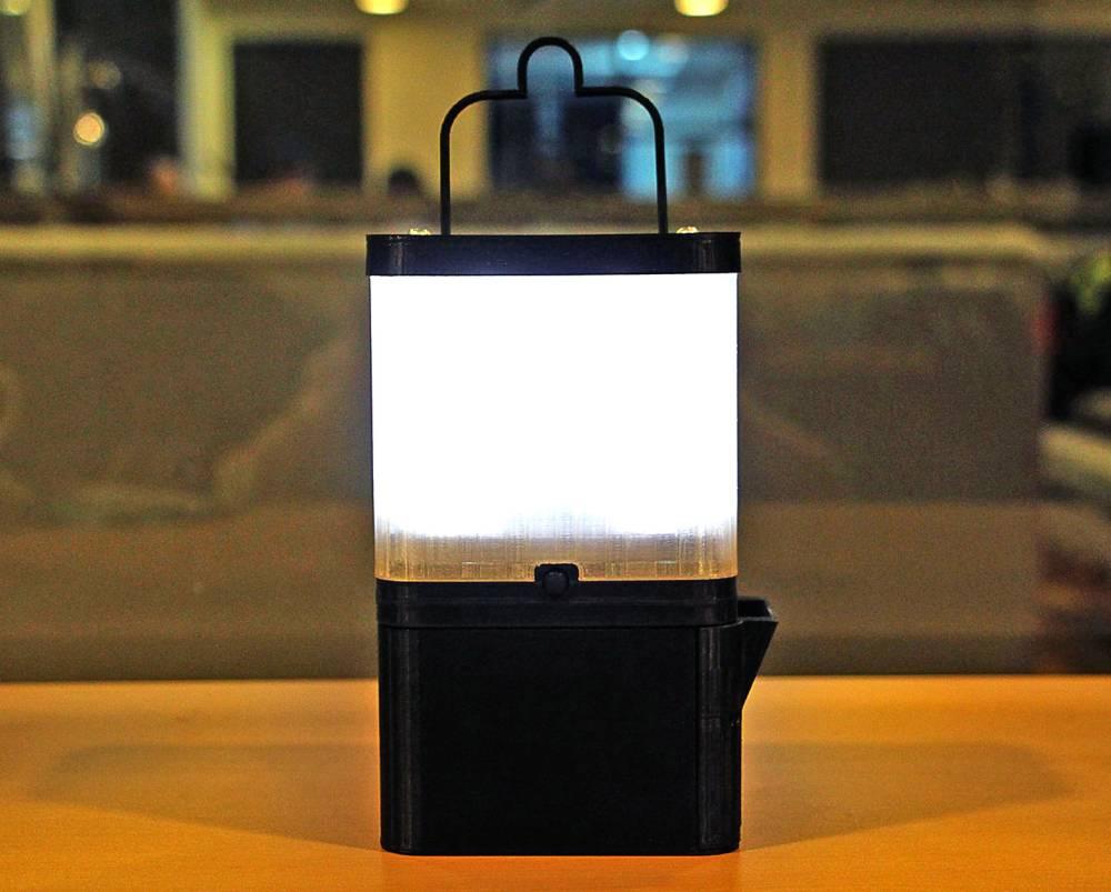 Lampa SALt svetli osam sati od jedne čaše morske vode