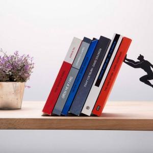 Fantastičan držač knjiga: Superheroj čuva vaše omiljene naslove
