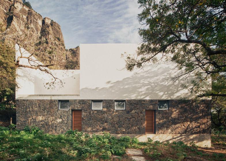 Kuća koja zidovima od vulkanskog kamena odaje počast astečkom hramu