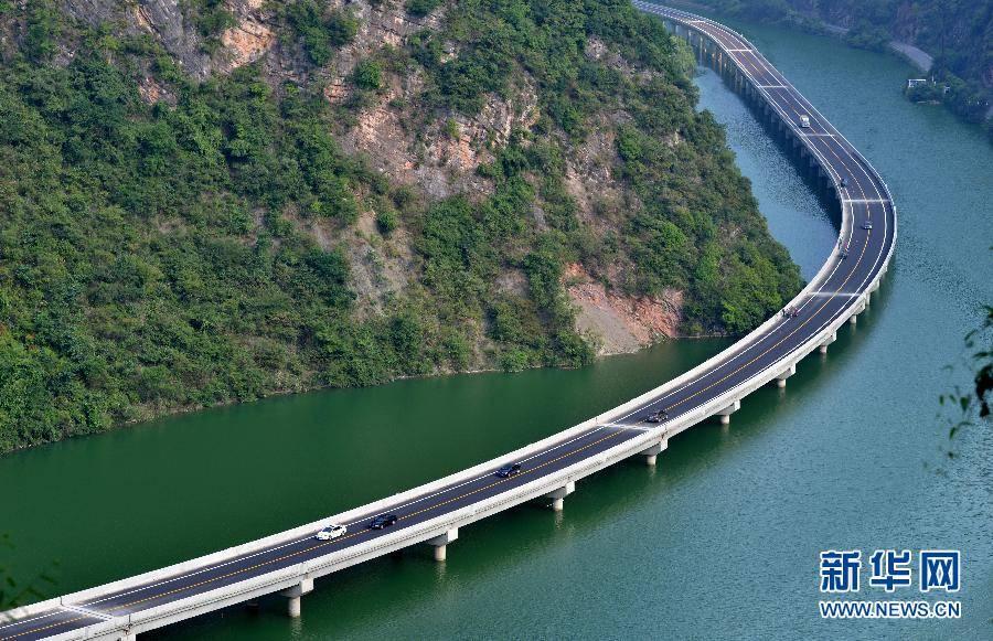 Kinezi otvorili novi auto-put sagrađen iznad vode