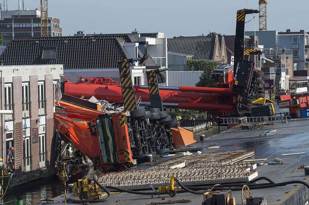 Tragičan pad dva krana pri montaži čeličnog mosta