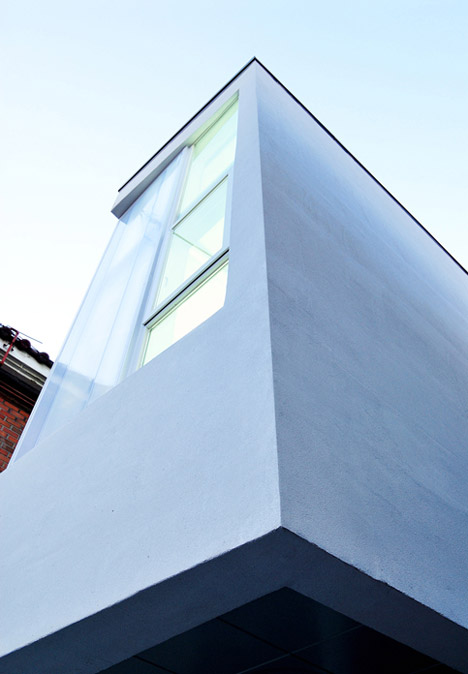 Guro-dong-Mini-House-by-AIN-Group_dezeen-b_468_Guro-dong-Mini-House-by-AIN-Group_dezeen-b_468_01