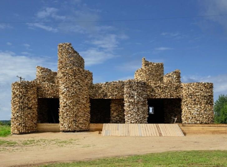 Stara sovjetska seoska ruševina dobila novo drveno odelo