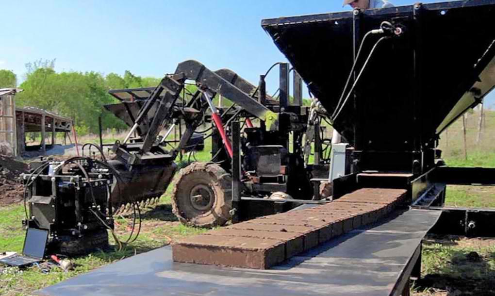 Sjajan izum koji pretvara zemlju u opeku spremnu za zidanje