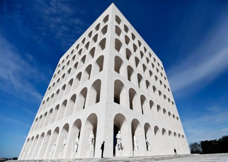 Fendi u Musolinijevoj zgradi 01