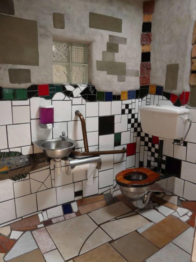 Hundertwasser_Toilet_Kawakawa_2