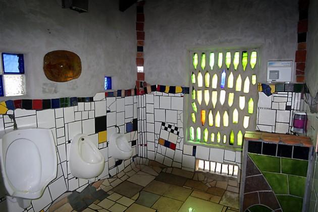 Hundertwasser_Toilet_Kawakawa_3