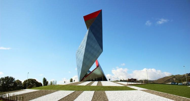 Skulptura od keramičkih pločica visoka 25 metara