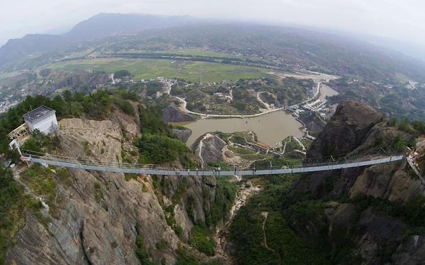 Otvoren najduži viseći most od stakla na svetu
