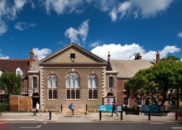 Crkva pretvorena u pozoriste 03