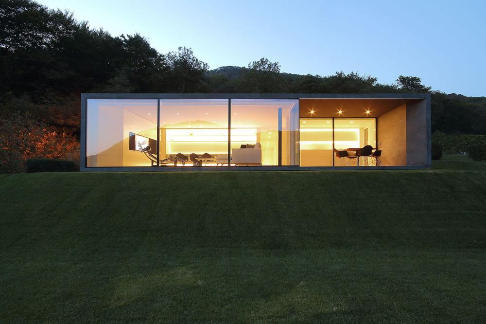 Prefabrikovana vila u švajcarskim Alpima montirana za nekoliko dana