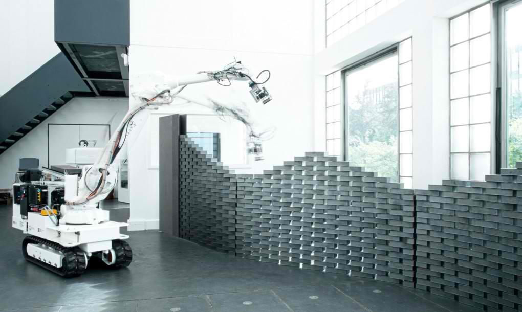 Fabricator je robot-zidar koji ima sposobnost učenja na gradilištu