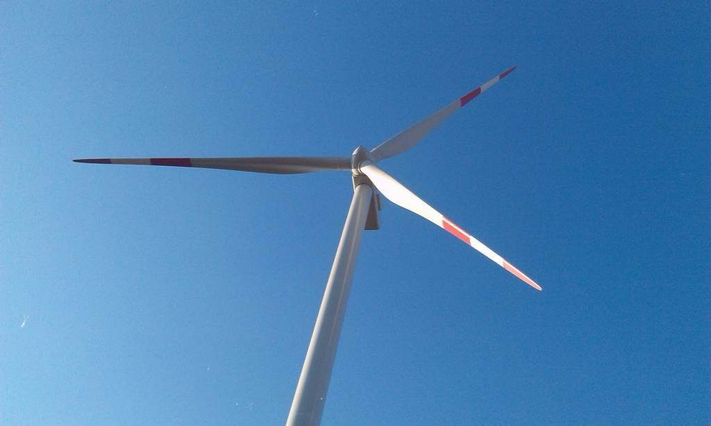 Postavljene prve vetrenjače vetroparka u Kuli