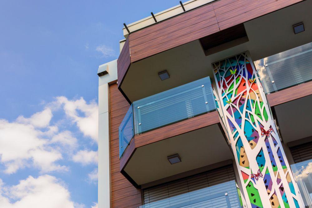 Leptiri nastanili fasadu nove stambene zgrade u Beogradu