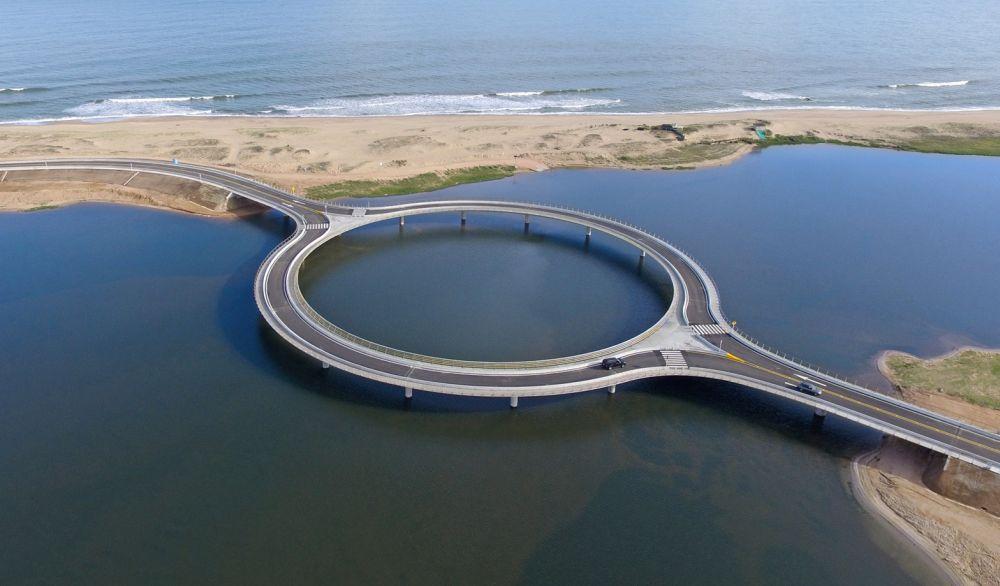 Kružni most premošćuje lagunu u Urugvaju