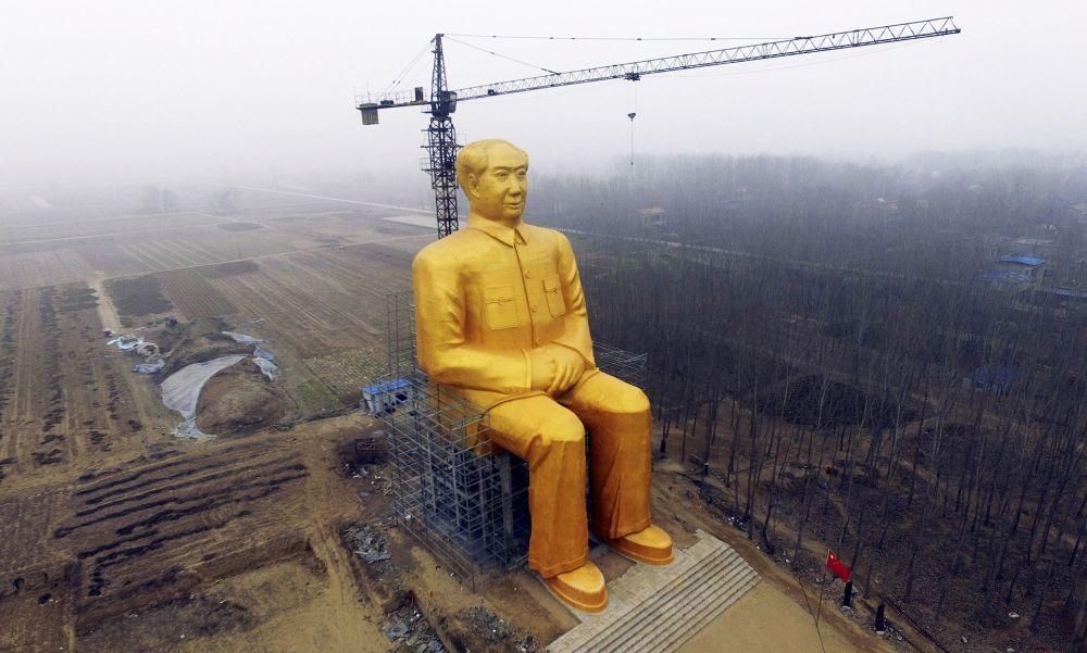 U Kini izgrađena zlatna statuta Mao Cedunga visoka 36 metara