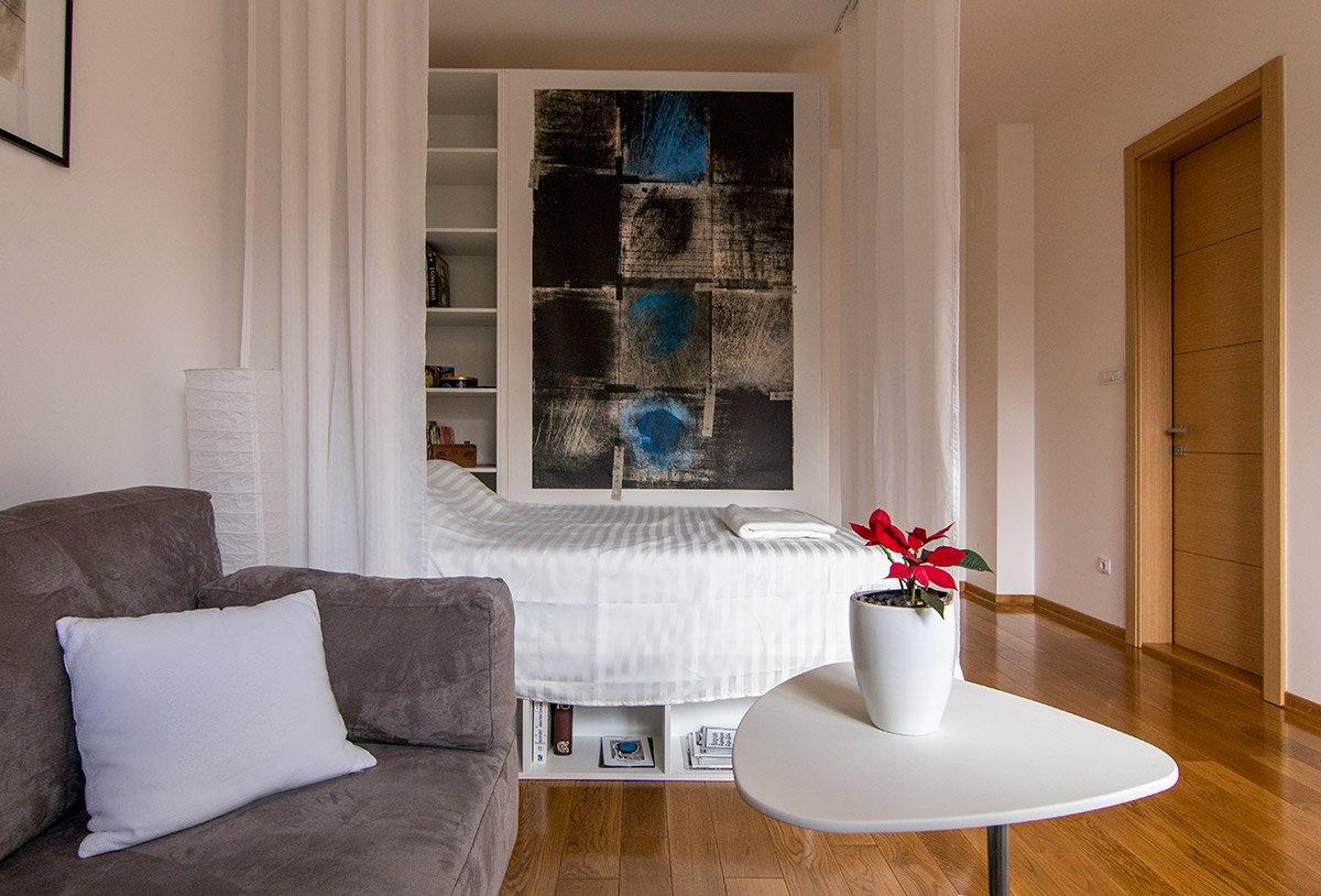 Krevet kao deo enterijera savremenog malog stana