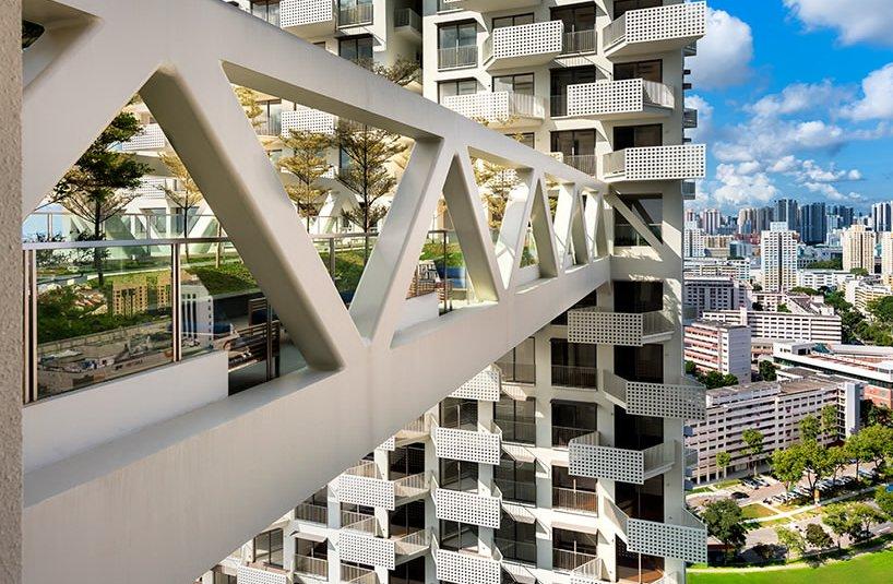 Stambeni kompleks povezuju mostovi koji služe i kao dvorišta