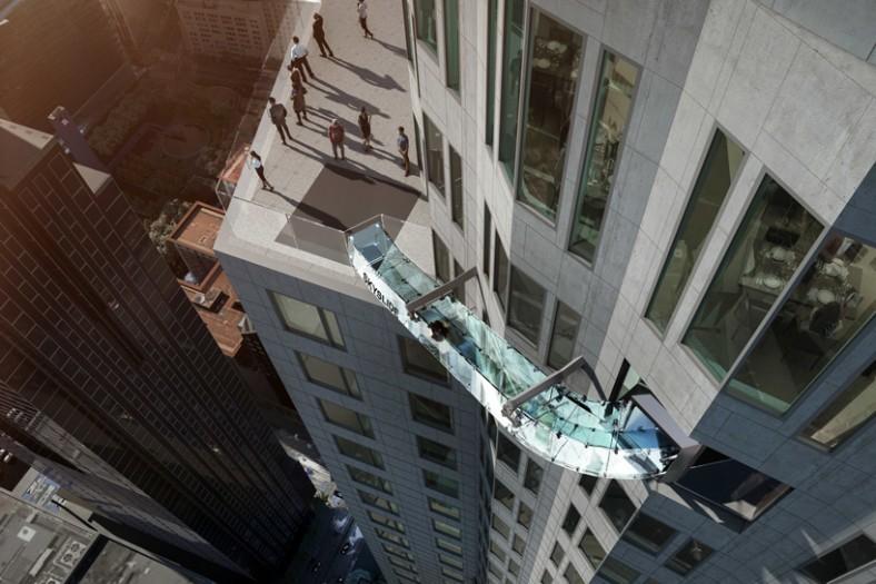 Stakleni tobogan na fasadi nebodera u Los Anđelesu