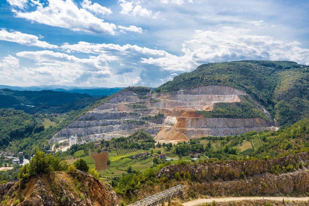 Za borbu od poplava: Carmeuse isporučio 2.000 tona kamenog agregata