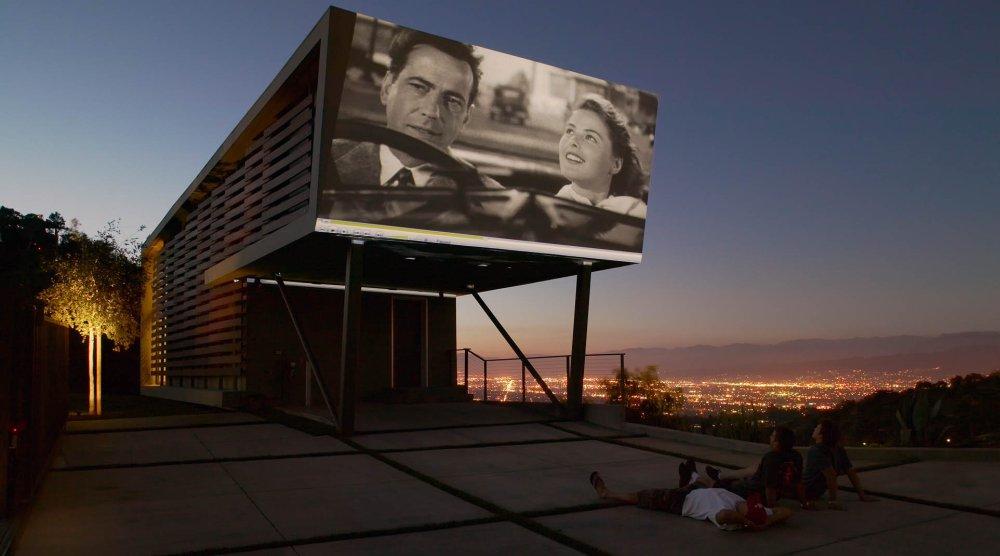 Fasada kuće namenjena isključivo za projektovanje filmova