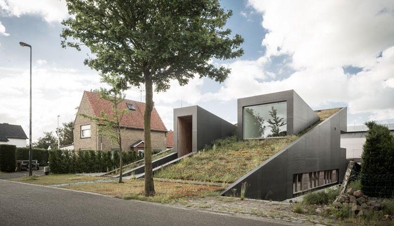 Dom pod travnjakom: Sa krova kuće pravo na ulicu