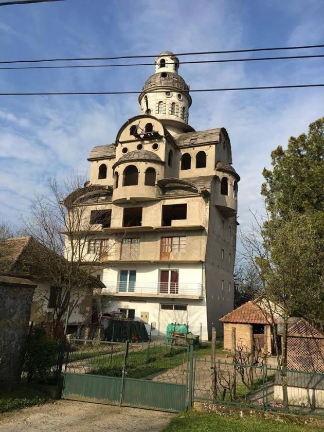 kuca-crkva