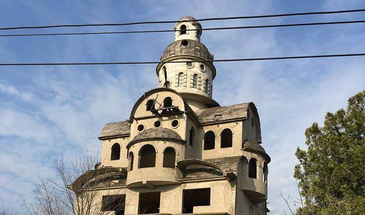 """Sagrađena """"crkva"""" na kući nadomak Beograda"""