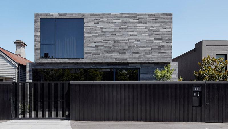 Primarni građevinski materijal ove kuće je vulkansko kamenje