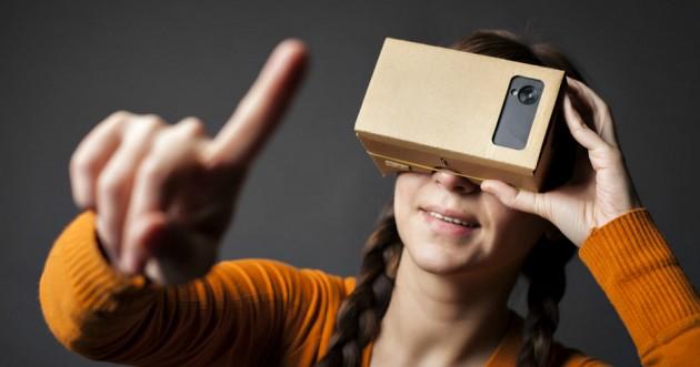 google-cardboard-girl