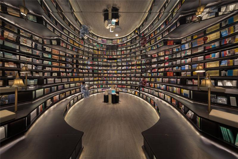 Moć ogledala: Ponuda knjiga duplirana optičkom iluzijom