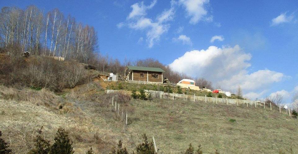 Drvena kuća na Vlasinskom jezeru podignuta za deset sati