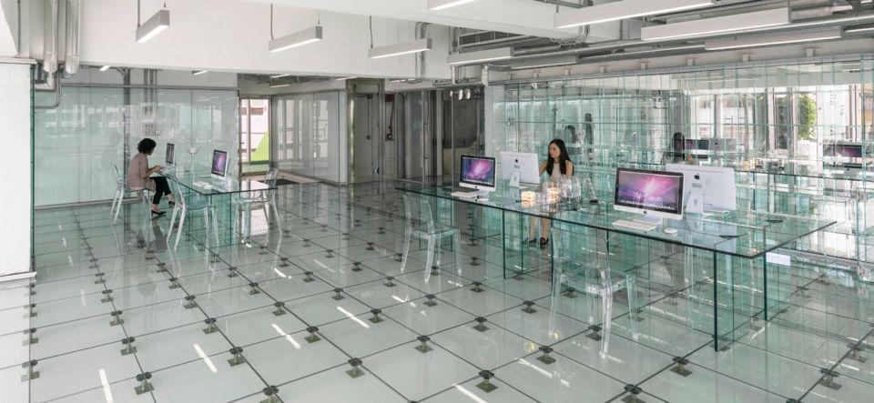Providne kancelarije: Stakleni pod, stakleni zid, stakleni sto…