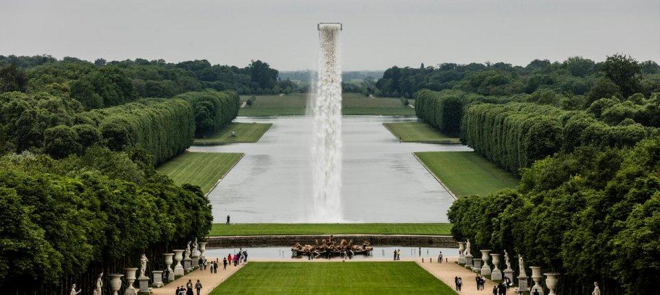 Usred Versaja napravljen veštački vodopad