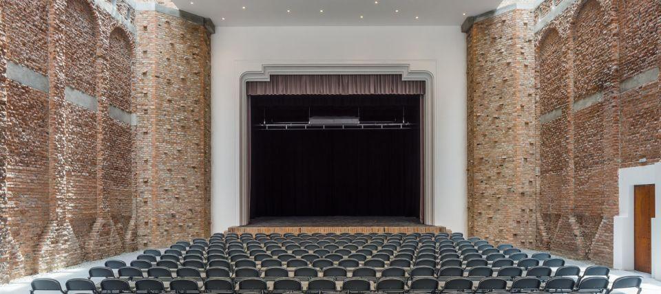 Ruiniranoj kulturnoj dvorani u Rumuniji udahnut novi život