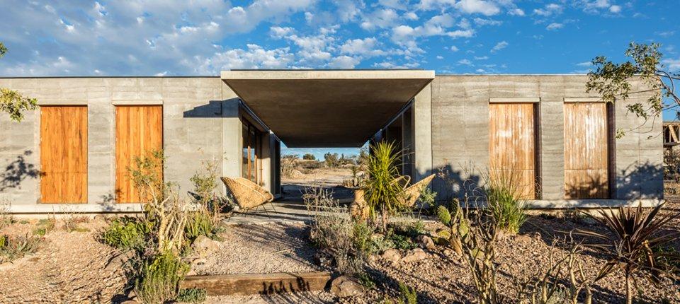Nabijača za primer: Kuća napravljena sakupljanjem okolne zemlje