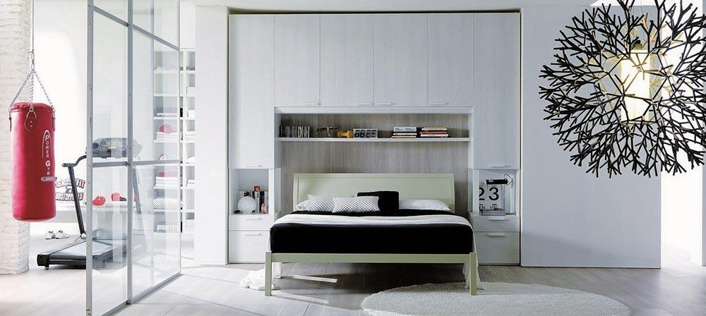 Most oko kreveta: Praktično rešenje za odlaganje stvari