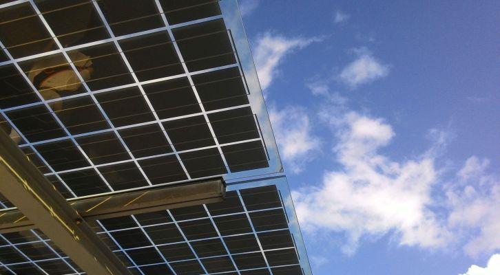 Kreator Tesla automobila razvija solarne krovove