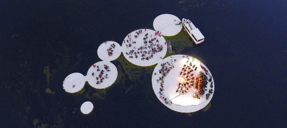 Trg na vodi u obliku lotosovog cveta
