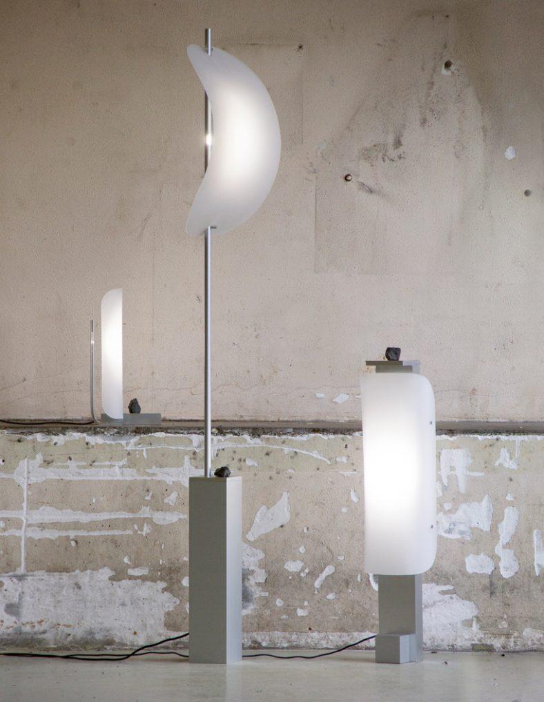 Lampa koja se pali pomeranjem kamena
