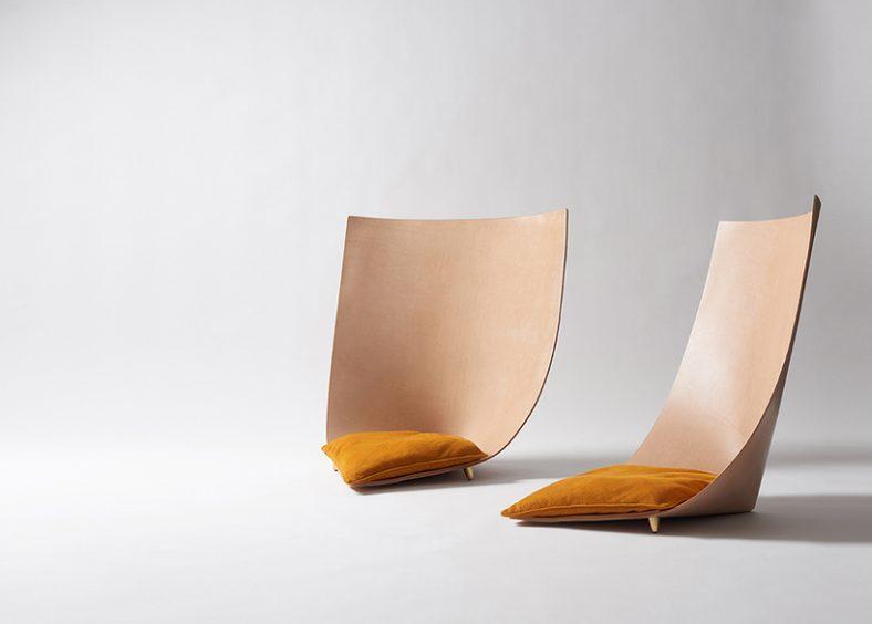 Konstrukcija ovih stolica izvedena je od kože