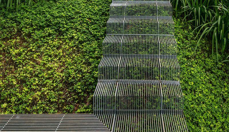 Ispod ovakvih stepenica biljke mogu slobodno da rastu